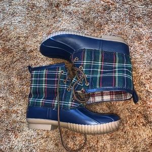 Very stylish duck boots